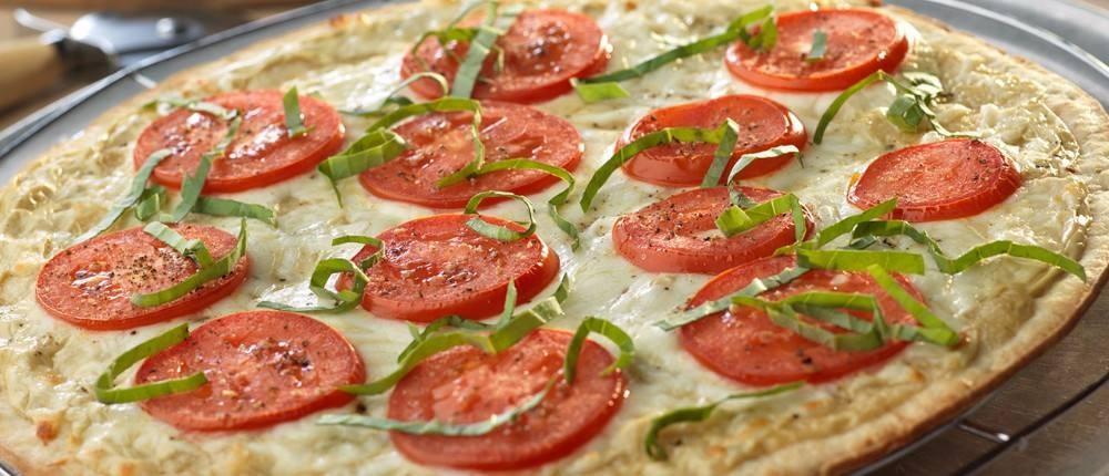 طريقة عمل بيتزا بالريحان و صوص الألفريدو