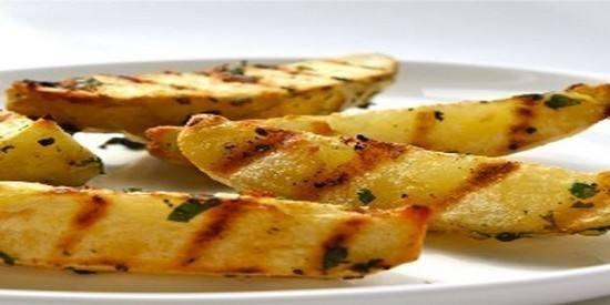 أصابع البطاطس المشوية