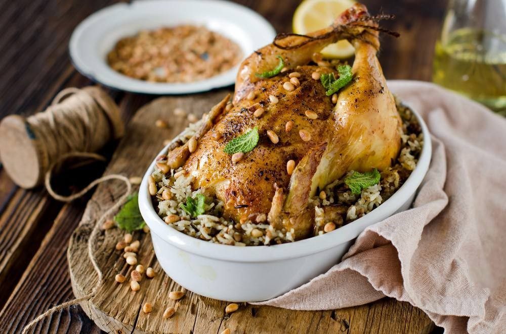طريقة عمل الدجاج المحشي بالأرز و اللوز