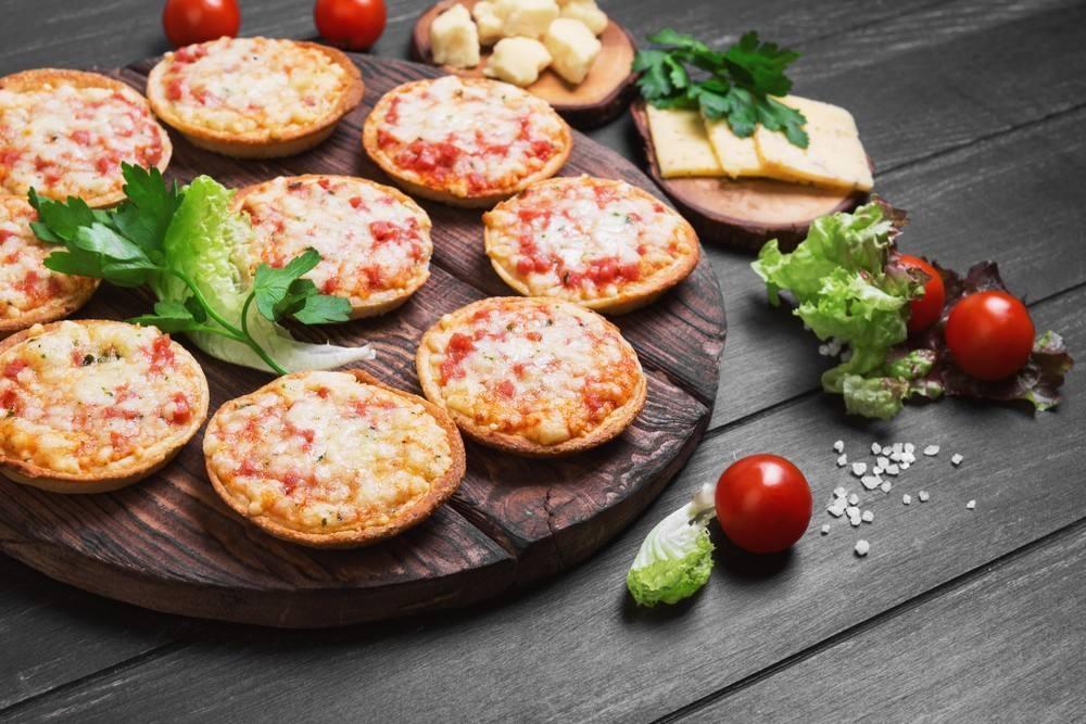 طريقة عمل ميني بيتزا بالبسطرمة