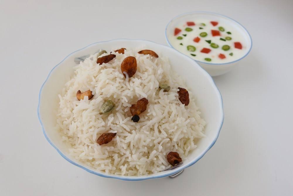 طريقة عمل أرز أبيض بالزبيب والمكسرات