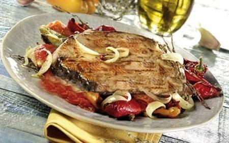 سمك مشوي بالخضروات