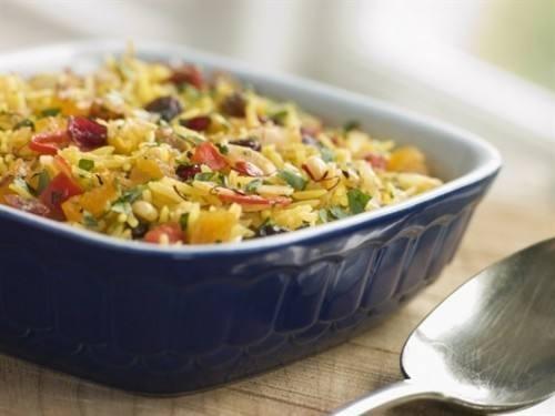 أرز بالطماطم والفلفل الألوان