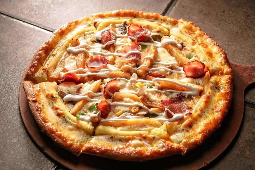 طريقة عمل بيتزا بالبطاطس المحمر
