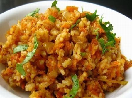 الأرز بالجزر والفلفل الرومي