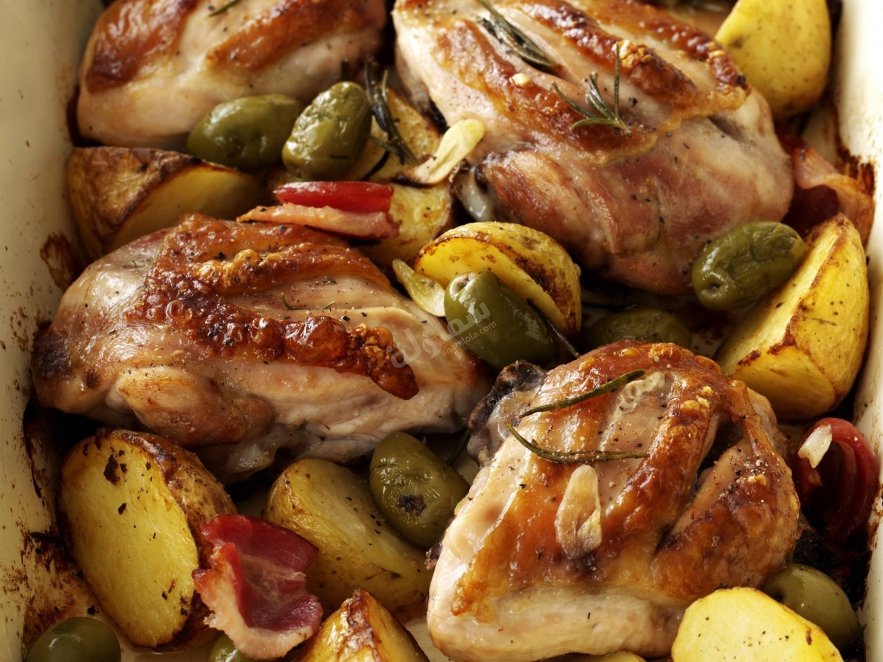 طريقة عمل دجاج بالثوم والبطاطس والروزماري
