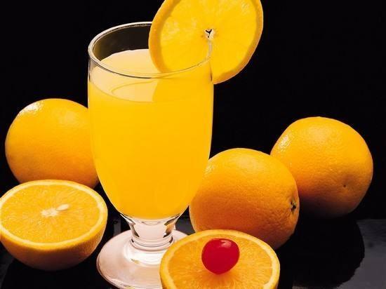 البرتقال بالقرفة والفواكه المجففة