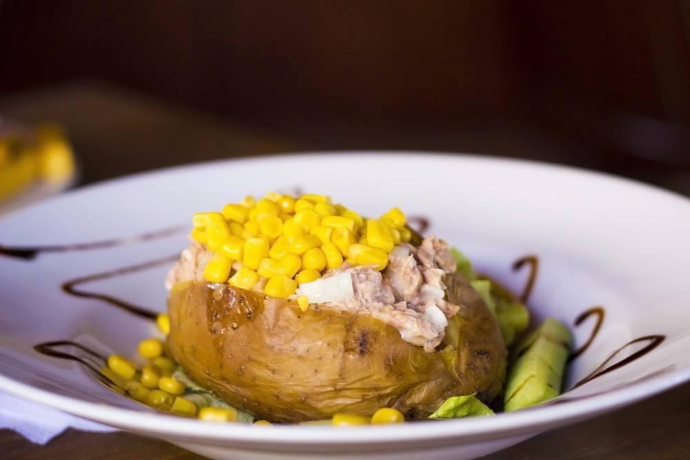 طريقة عمل قوارب البطاطس بالتونة والذرة الصفراء