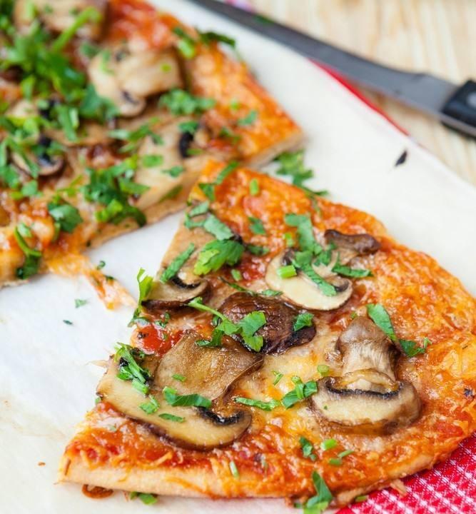 طريقة عمل بيتزا المشروم بخبز البيتا