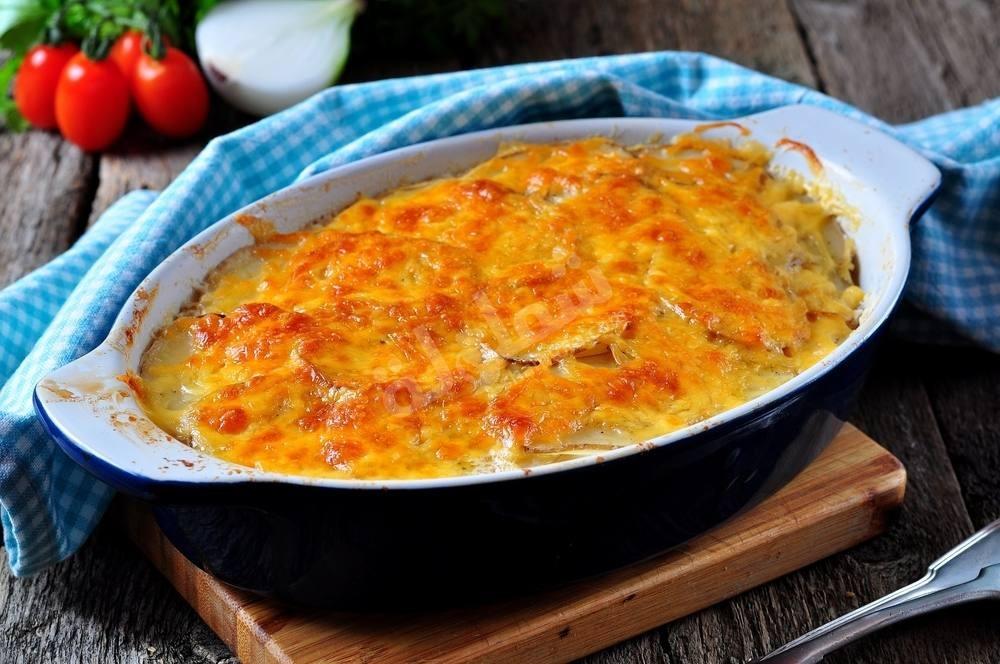 طريقة عمل صينية صدور الدجاج بالبطاطس والجبنة