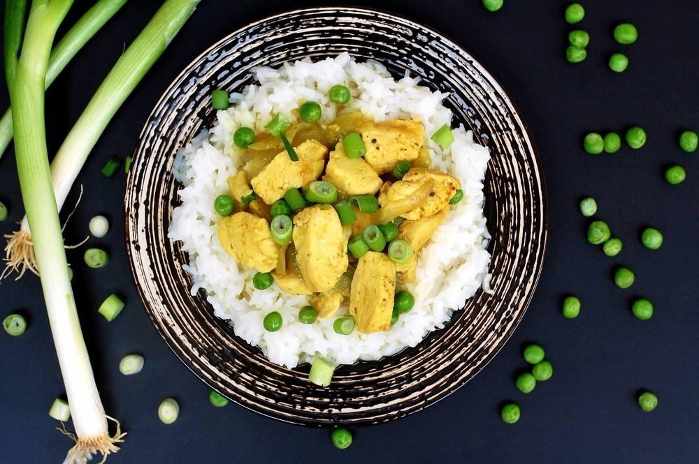 طريقة عمل أرز بالدجاج والكاري