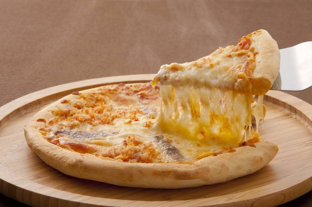 طريقة عمل بيتزا بالجبنة الشيدر