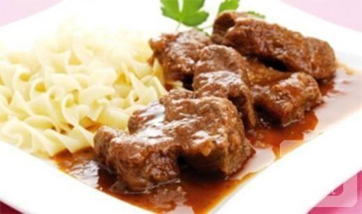 اللحم بالتوابل في الفرن