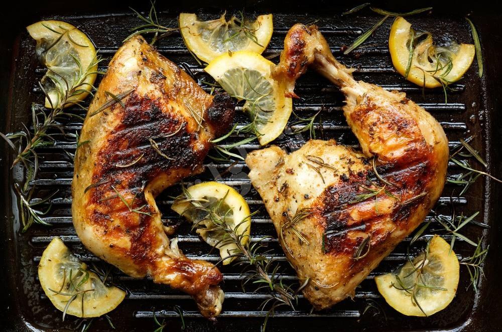 طريقة عمل أفخاذ الدجاج المشوية بالزبادي