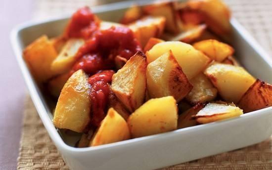 صينية بطاطس بالطماطم والتوابل