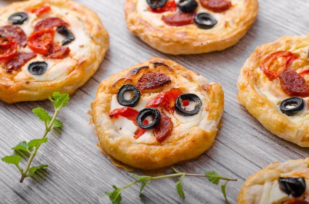 طريقة عمل ميني بيتزا بعجينة الباف باستري